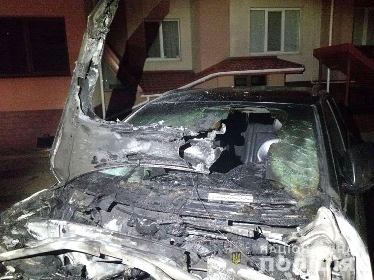Вогонь пошкодив покриття, лобове скло, дзеркала та моторний відсік