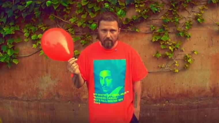"""Красный шарик — символ """"Партии Шария"""""""