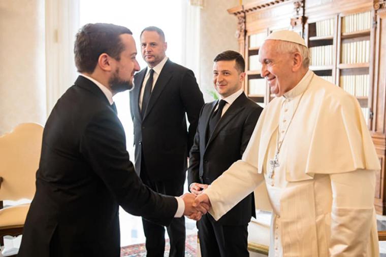 Кирило Тимошенко, Володимир Зеленський та Андрій Єрмак під час зустрічі з Папою Римським Франциском у Ватикані