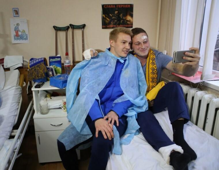 Віктор Коваленко під час відвідування Харківського військового госпіталю