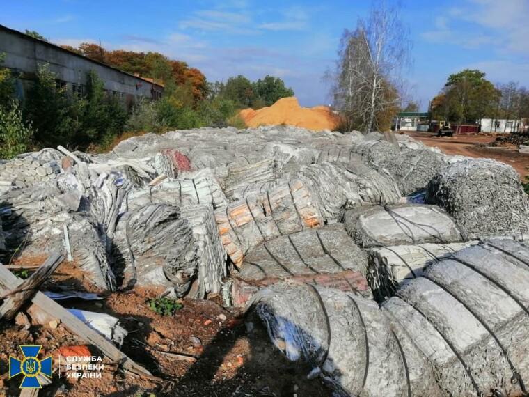 Фото промышленных отходов на нелегальном свалке на Черниговщине