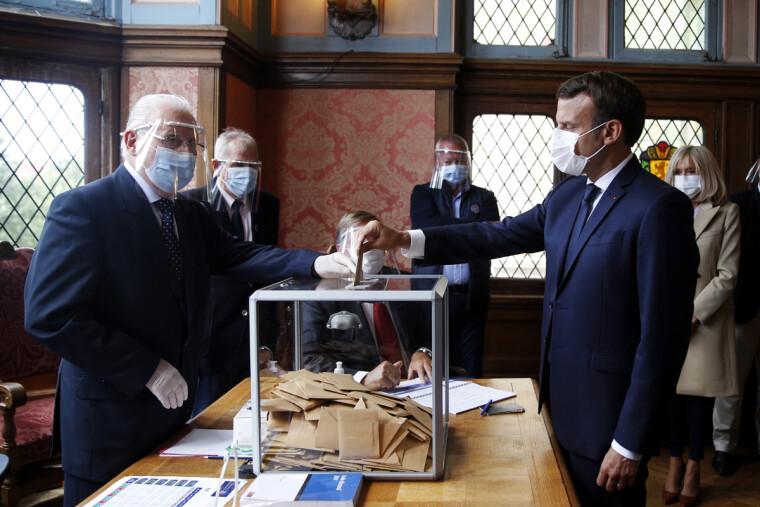 Программа нового французского правительства — это коктейль не только из традиционного для Франции социального подкупа, но и прогрессистской риторики, характерной для левоцентристских партий западных стран / EPA/UPG
