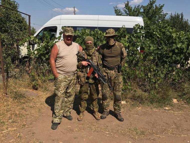 Виктор Чумак во время поездки на Донбасс