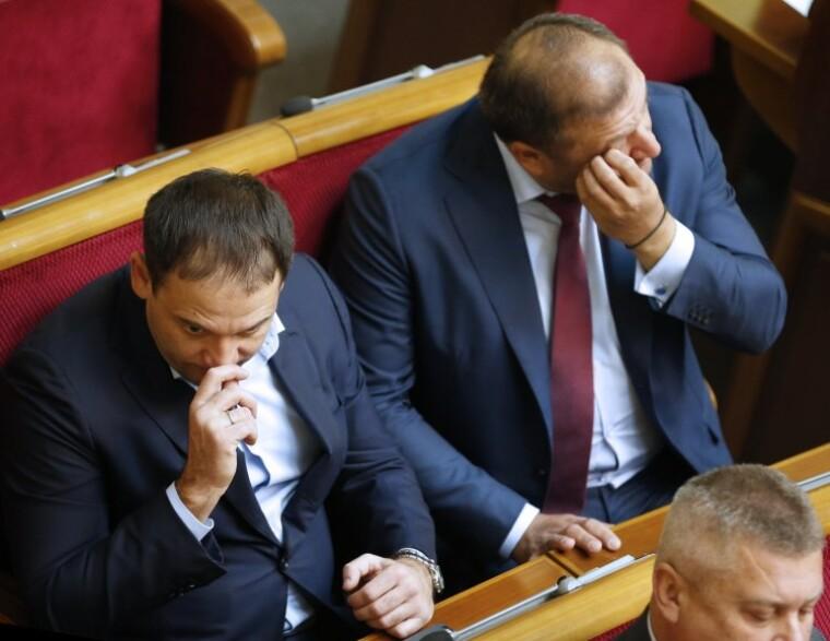 Народные депутаты от Оппозиционного блока Михаил и Дмитрий Добкины в зале заседаний Верховной Рады, 3 ноября 2015 г.