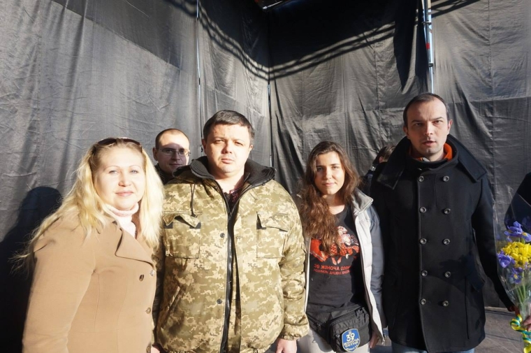 Анна Коваленко між Семеном Семенченком та Єгором Соболєвим/facebook.com/anna.kovalenko.399