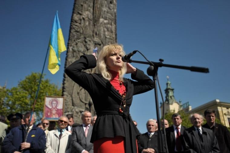 Ірина Фаріон виступає перед учасниками мітингу проти перебування Чорноморського флоту Росії в Україн