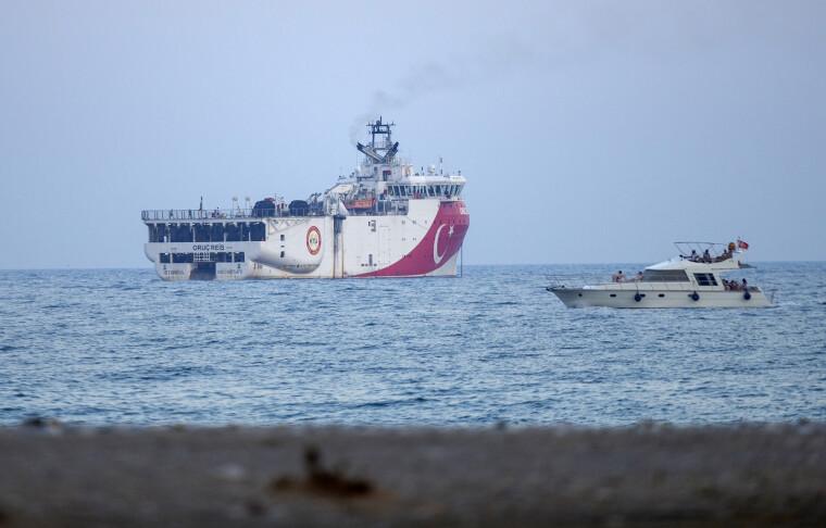 Конфликт между Турцией, с одной стороны, и Грецией и Кипром — с другой, разгорелся летом, когда Анкара отправила исследовательское судно Oruc Reis проводить геологоразведочные работы близ греческого острова Кастелоризо  в сопровождении боевых кораблей