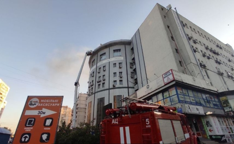 Засмаглі будівля бізнес-центру