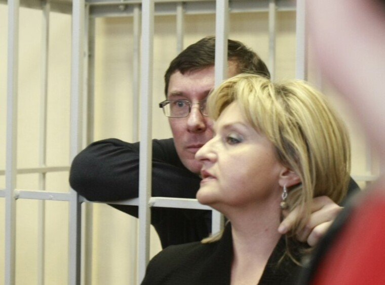 Юрий и Ирина Луценко во время заседания Печерского районного суда Киева, 2012 г.