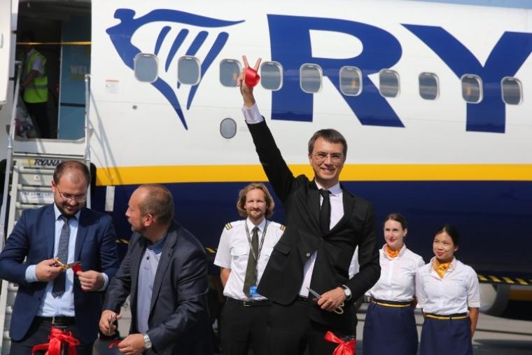 Володимир Омелян під час запуск першого рейсу Ryanair з Києва, 2018 р.
