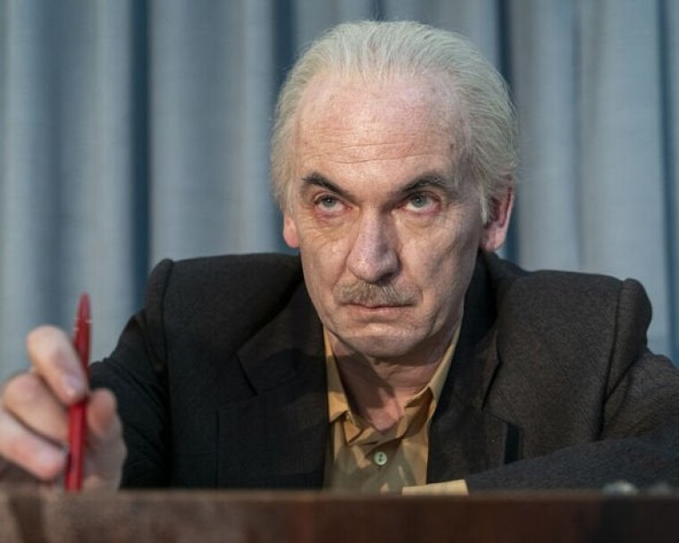 Ріттер в ролі Анатолія Дятлова/кадр із серіалу
