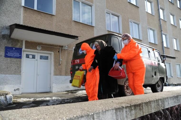 Спалах COVID-19 в Украні триватиме до кінця квітня, вважає міністр охорони здоров'я Степанов