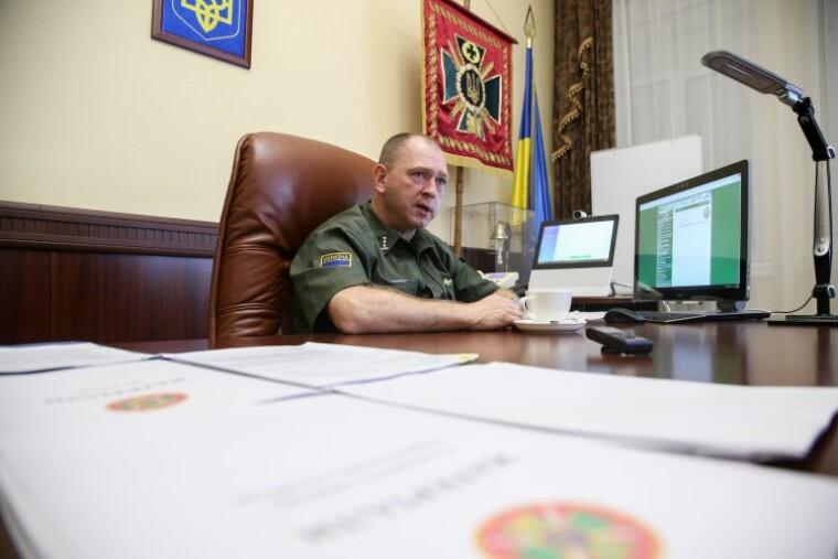 Сергей Дейнеко в рабочем кабинете