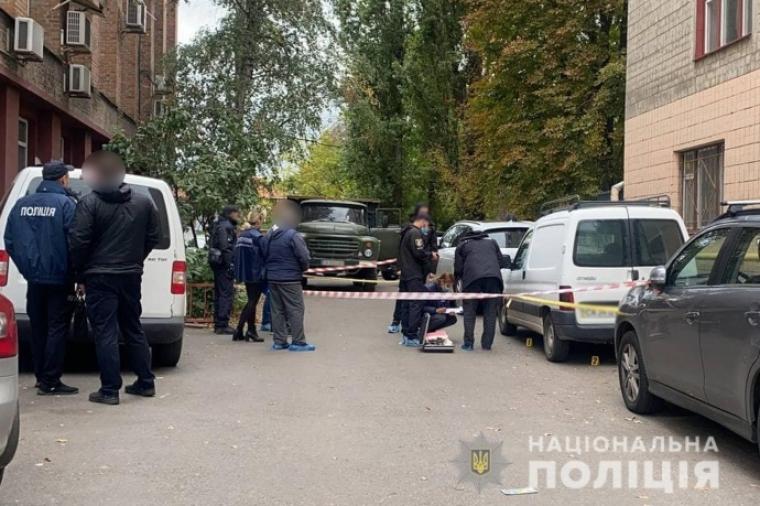 Сотрудники полиции оцепили место преступления
