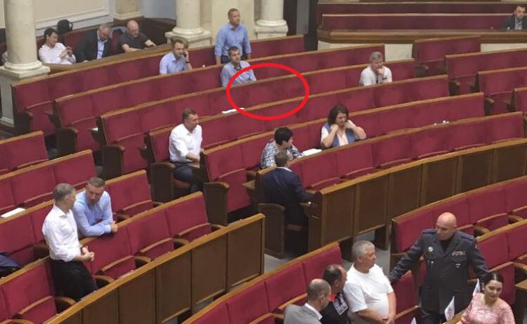 свободное место депутата Тымчука  в зале заседаний Верховной Рдаы