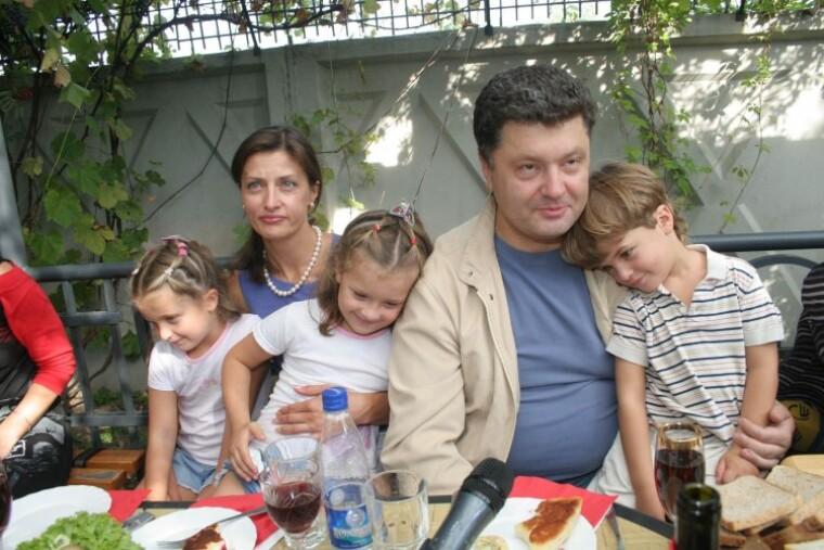 Петр Порошенко и его супруга Марина со своими детьми