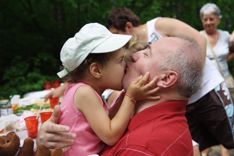 Виктор Чумак с внучкой