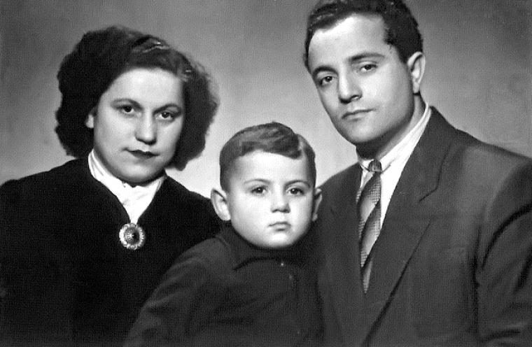 Савік з батьками Ізабеллою і Михайлом Шустер
