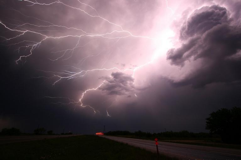 ГСЧС объявила штормовое предупреждение: регионы накроет грозовой фронт