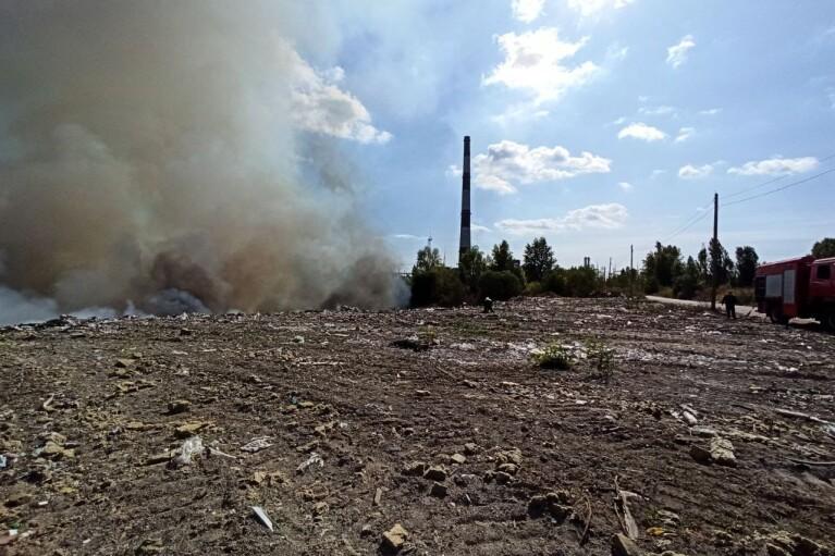Киев затянуло дымом из-за пожара на свалке в Дарницком районе (ФОТО)