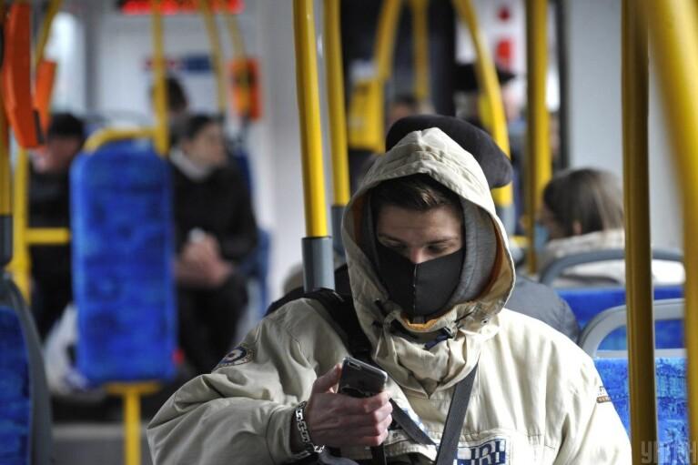 За сутки коронавирус убил более 370 украинцев