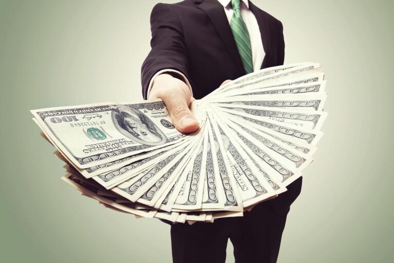Ставка або бонус? Чим мотивувати комерційного директора