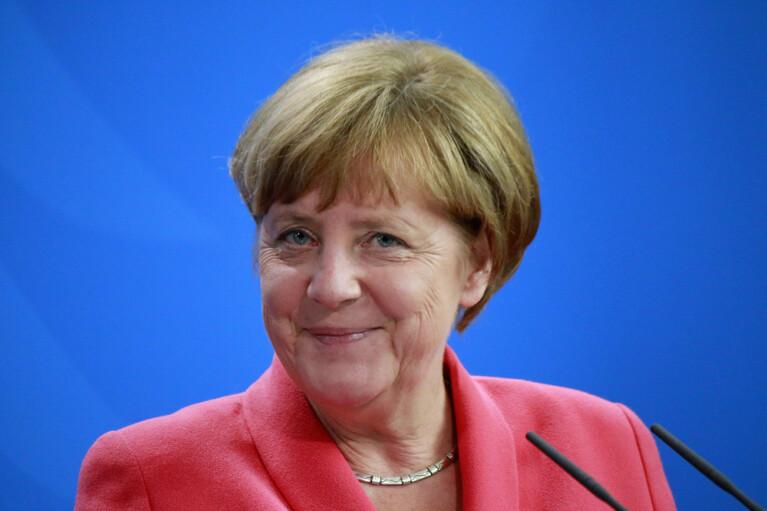 Как правильно подлизаться к Ангеле Меркель. Европейские ценности подлежат обсуждению