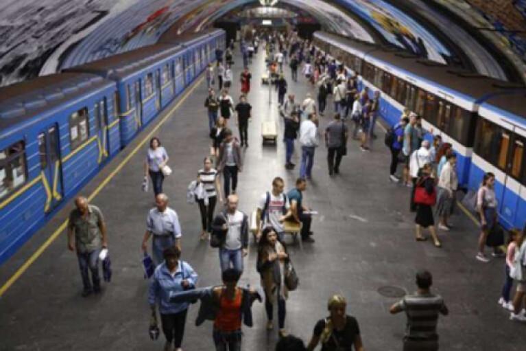 В Киеве поступил звонок о минировании двух станций метрополитена