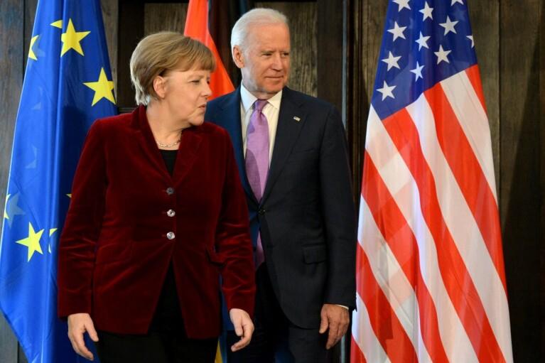 Байден с Меркель призвали Россию снизить концентрацию войск у границ Украины
