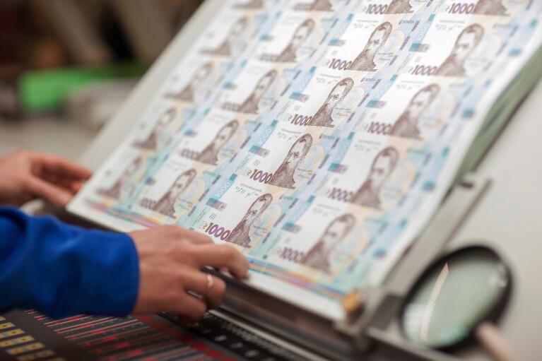 Робити гроші. Що таке емісія і чи допоможе Україні «друкарський верстат»