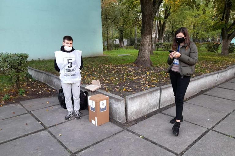 """Киевляне активно вызывают полицию из-за """"опроса Зеленского"""""""