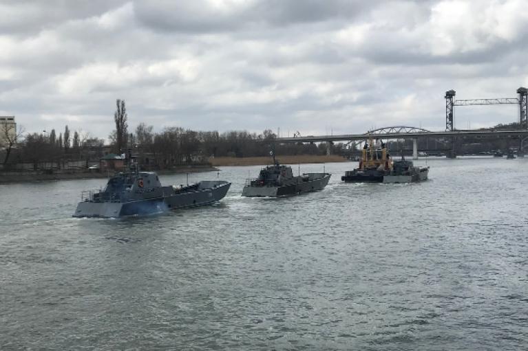 Россия перебрасывает Каспийскую флотилию в Черное море (ФОТО)