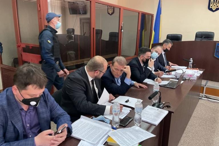 """Медведчук у суді """"озброївся"""" п'ятьма адвокатами (ФОТО)"""