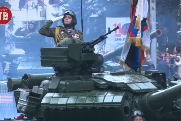 """Не смотря на COVID: террористы """"ДНР"""" провели военный парад в Донецке (ФОТО)"""