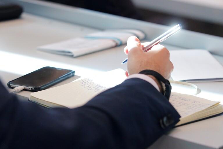 Сколько чиновников будут сдавать экзамены по украинскому языку: данные Нацкомиссии