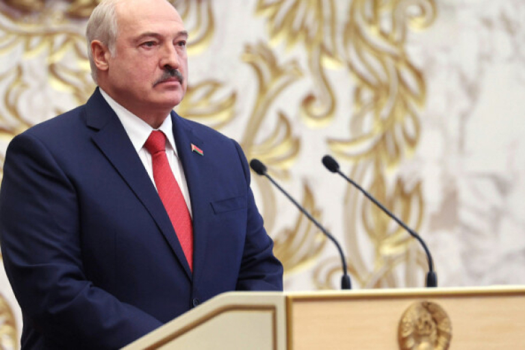 """Лукашенко разрешил """"давить"""" массовые беспорядки боевой и спецтехникой"""