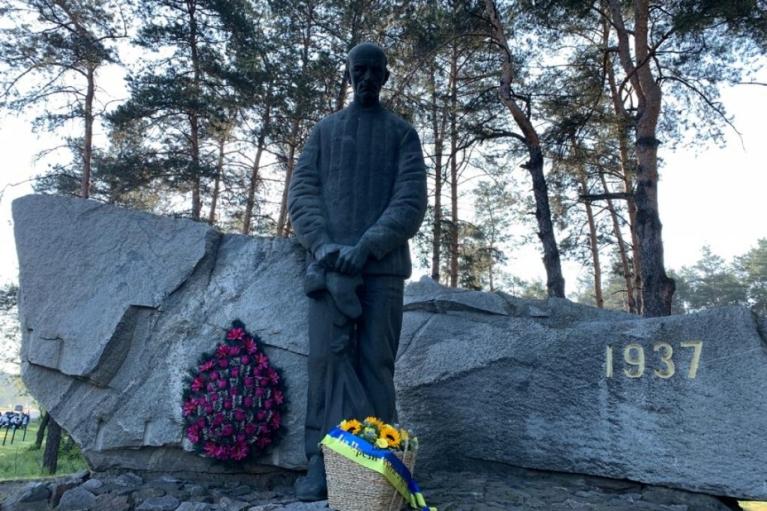 Сегодня в Украине вспоминают жертв сталинских репрессий