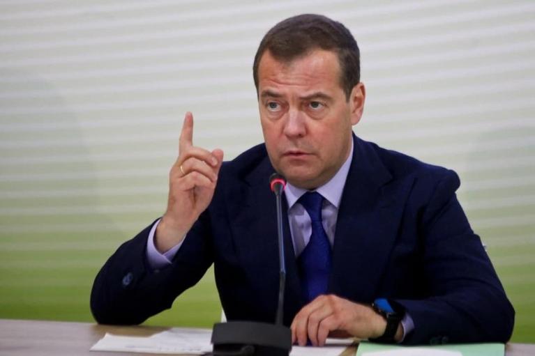 """""""Політичне слабоумство"""": експрезидент РФ влаштував істерику через справу Медведчука"""