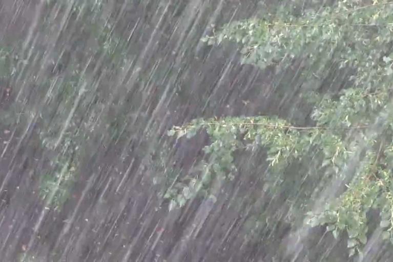 Чернівці накрила злива: затопило вокзал і прилеглі вулиці (ФОТО, ВІДЕО)