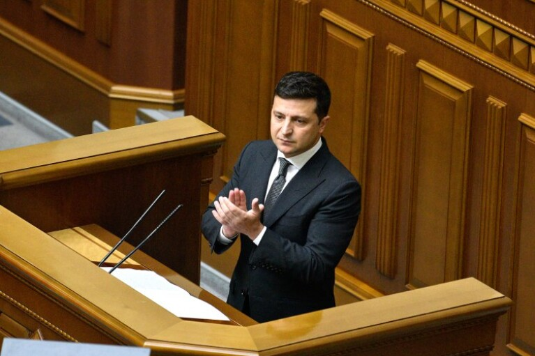 Зеленский поручил Раде разработать и принять закон о местных референдумах