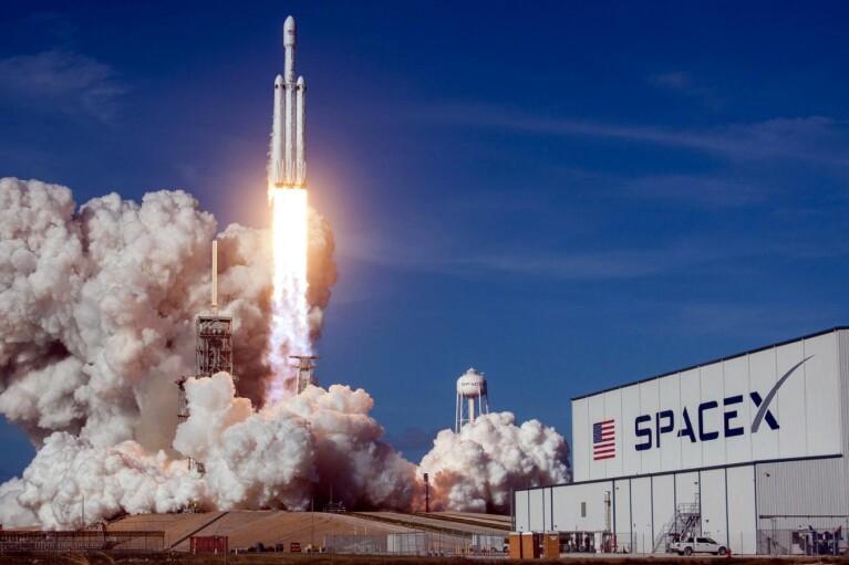 SpaceX выведет украинский спутник на орбиту: названа цена