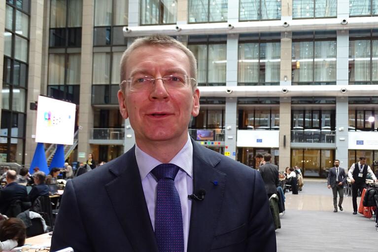 Глава МИД Латвии летит в Украину, чтобы выразить солидарность перед лицом российской угрозы