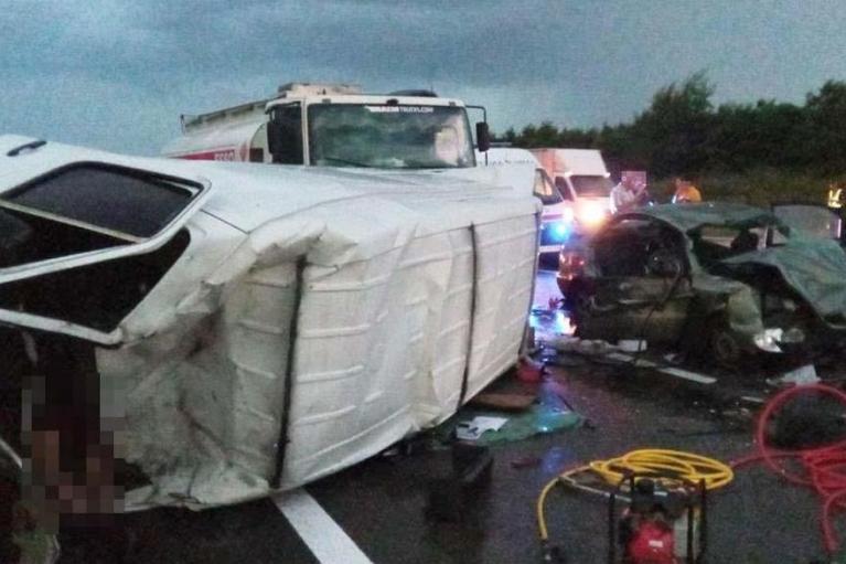 В Днепропетровской области столкнулись четыре авто: погиб мужчина, пострадали двое детей (ФОТО)