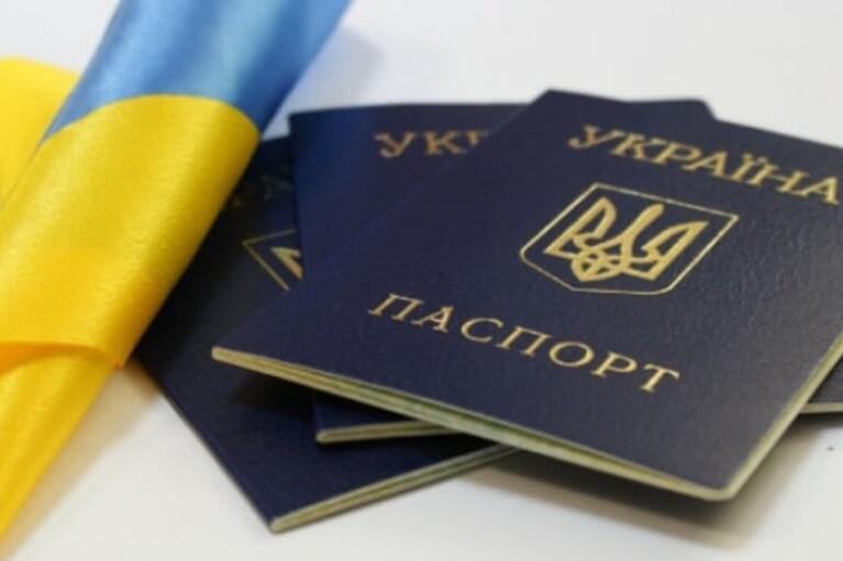 """Двох фігурантів """"списку контрабандистів"""" РНБО позбавили громадянства, — ЗМІ"""