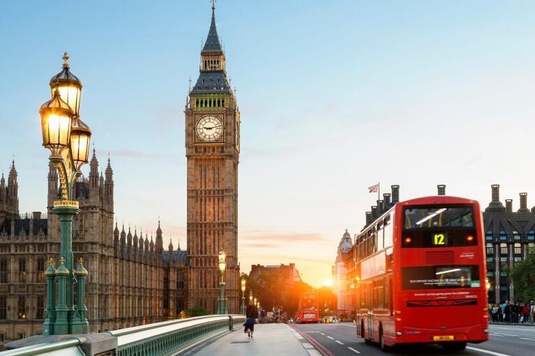 """Британия готовит жесткий закон против """"враждебных"""" России и Китая"""