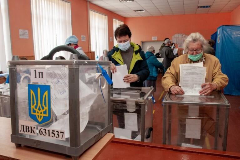 Парадокс децентралізації. Чому українці готові голосувати за феодалів-убивць