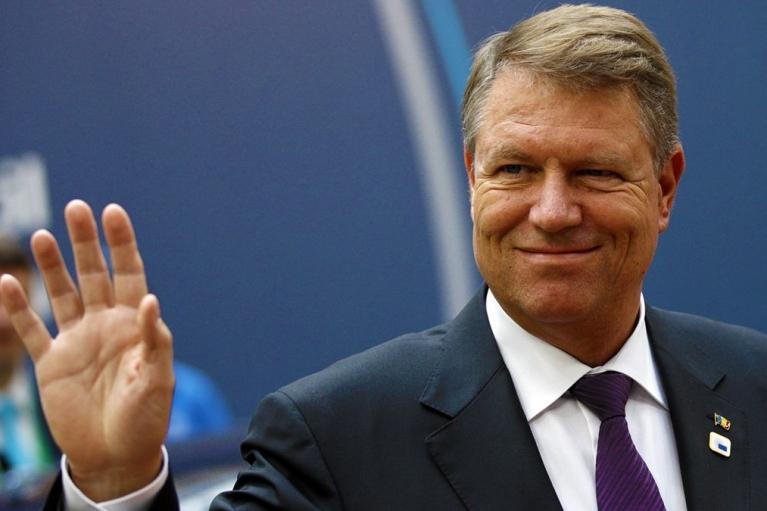 Зеленский обсудил с президентом Румынии агрессию России и борьбу с COVID-19