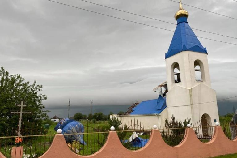 Під Одесою ураган зірвав купол і дах з храму (ФОТО)