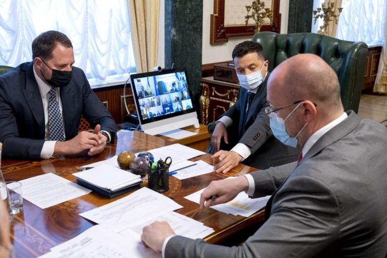 Зеленский хочет договориться о производстве COVID-вакцин в Украине