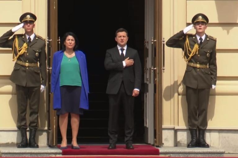 Слава Украине! Зурабишвили во время встречи с Зеленским приветствовала украинских военных (ВИДЕО)